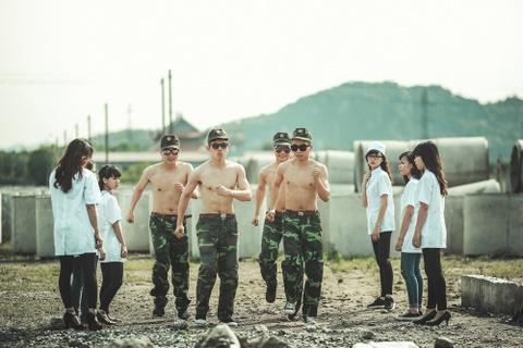 Teen Ninh Binh theo trao luu chup ky yeu 'Hau due mat troi' hinh anh 8