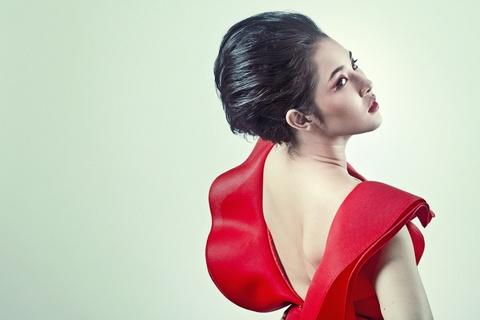 Hot girl Vietnam Idol 2012 khoe vai tran quyen ru hinh anh