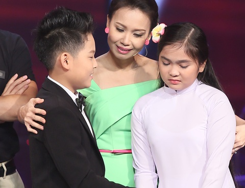 Cam Ly gap su co khi cong bo ket qua The Voice Kids hinh anh
