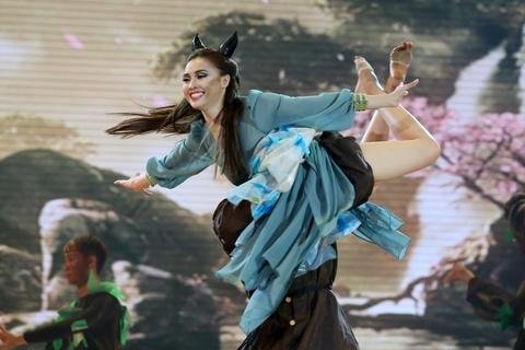 Ninh Duong Lan Ngoc va Daniel - Maleficent hinh anh