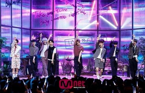 Den luot EXO ha be Big Bang hinh anh