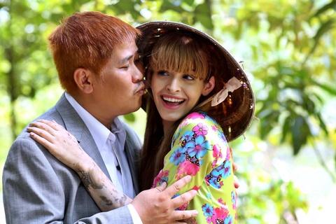 An Tay 'chan lam tay bun' om Phuoc Sang trong phim moi hinh anh