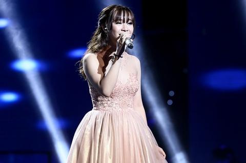 Hot girl 16 tuoi chinh phuc hit cua My Tam hinh anh