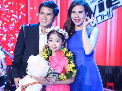 Be 9 tuoi Hong Minh dang quang Giong hat Viet nhi 2015 hinh anh