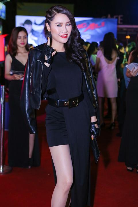 Ly Hai di xem phim cung vo sau tai nan ran xuong suon hinh anh 5 s