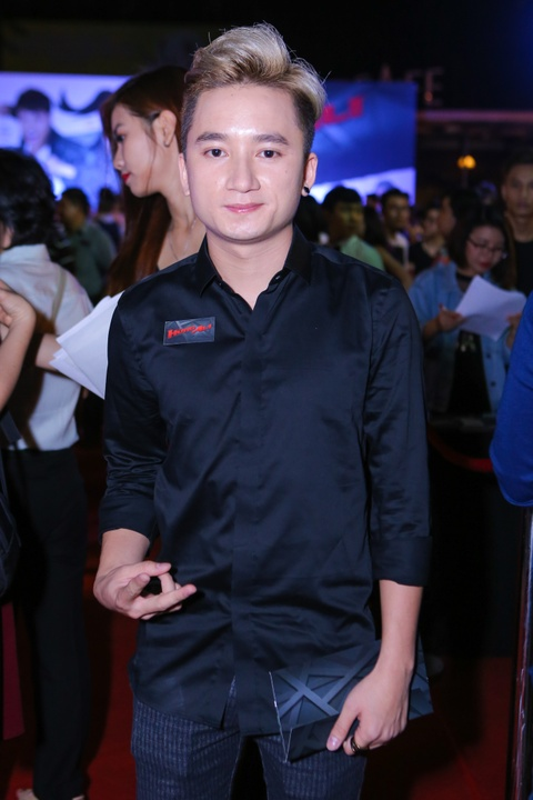 Ly Hai di xem phim cung vo sau tai nan ran xuong suon hinh anh 6 s