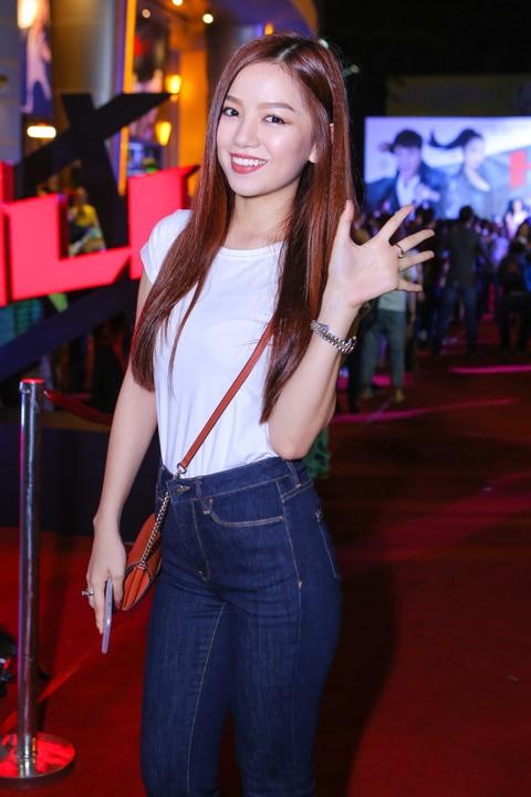 Ly Hai di xem phim cung vo sau tai nan ran xuong suon hinh anh 11 s