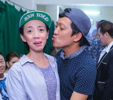 Hau truong vui nhon trong live show  Hoai Linh hinh anh