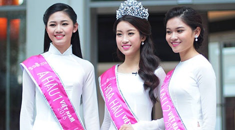 Hoa hau Do My Linh rang ro ben a hau Thanh Tu, Thuy Dung hinh anh
