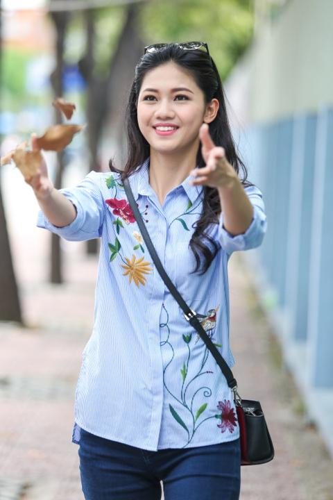 A hau Thanh Tu uong nuoc mia tren via he Sai Gon hinh anh 9