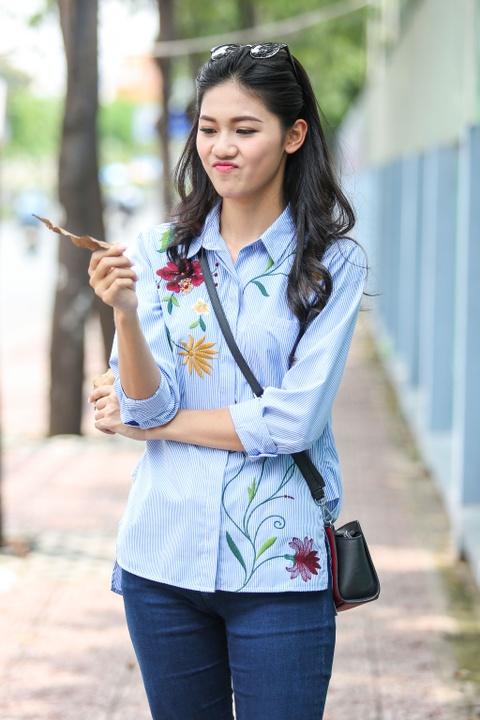 A hau Thanh Tu uong nuoc mia tren via he Sai Gon hinh anh 10