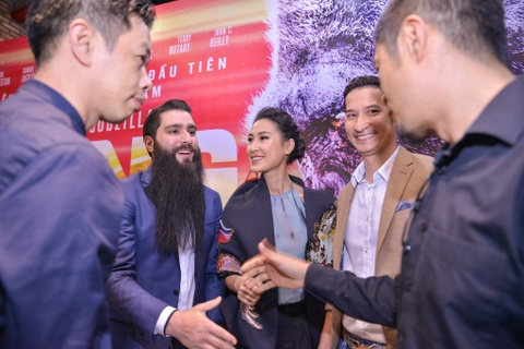 Dao dien 'Kong' moi Ha Ho va dan sao Viet di xem phim, du tiec toi hinh anh 7