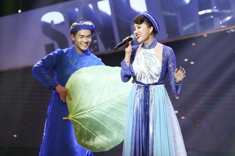 Hat hut hoi, Phi Thanh Van quy nga ngay tren san khau hinh anh