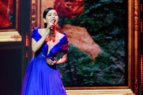 Hong Nhung song ca Le Quyen ca khuc 'Thanh pho buon' hinh anh