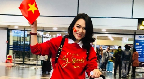 My Tam dap xe doc cau Rong an mung thanh tich cua U23 Viet Nam hinh anh