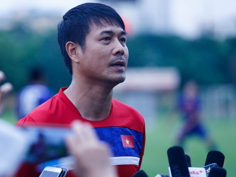 HLV Huu Thang: 'U22 Viet Nam dung thay Thai Lan manh ma so' hinh anh