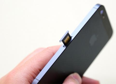 Nhung smartphone dang dung Nano SIM hinh anh