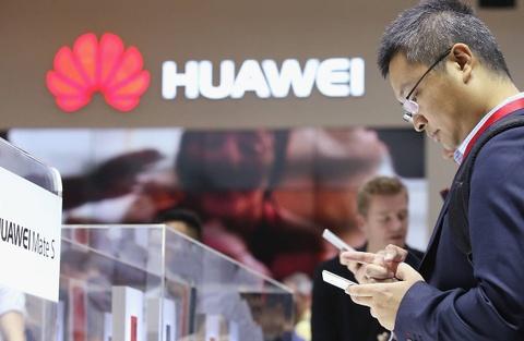 Tai sao Huawei van luon xep sau Apple? hinh anh