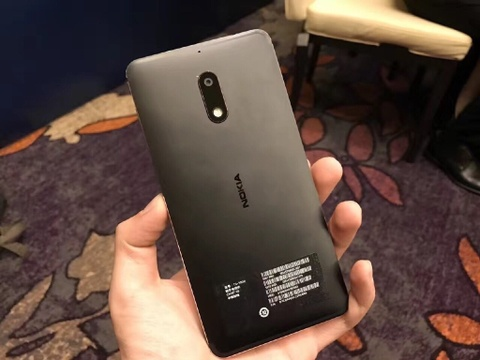 Anh thuc te Nokia 6: Thiet ke lai giua iPhone va Lumia hinh anh