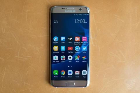Nho Galaxy S8, S7 edge tro thanh chiec dien thoai dang mua nhat hinh anh