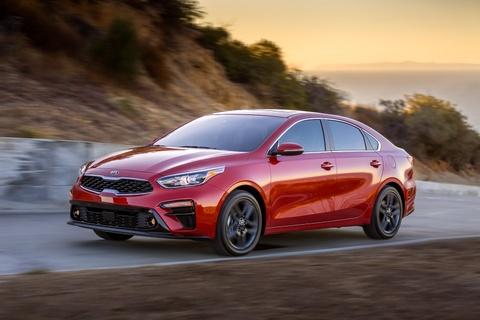Kia Forte 2019 - doi thu dang gom cua Honda Civic hinh anh
