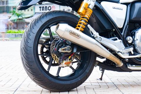 Honda CB1100 hoai co voi loat phu kien dat tien cua biker SG hinh anh 5