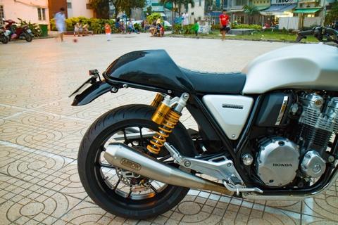 Honda CB1100 hoai co voi loat phu kien dat tien cua biker SG hinh anh 4