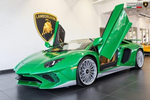 Lamborghini Aventador SV ban dac biet voi mau son doc dao hinh anh