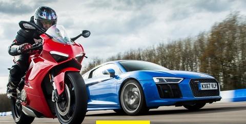 Ducati Panigale V4 danh bai Audi R8 V10 tren duong thang hinh anh