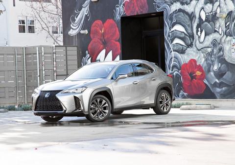 Lexus UX 2019 chot gia tu 32.000 USD, ban ra vao thang 12 hinh anh 12