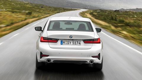BMW 3 Series 2019 ra mat, doi dau Mercedes C-Class va Audi A4 hinh anh 7