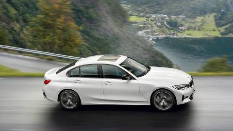 BMW 3 Series 2019 ra mat, doi dau Mercedes C-Class va Audi A4 hinh anh 3