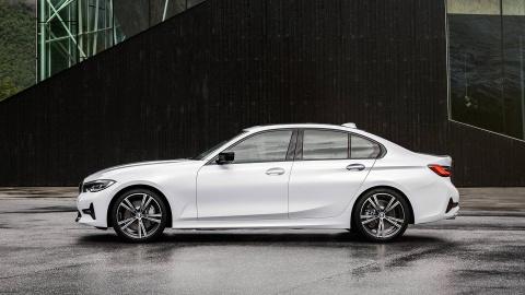 BMW 3 Series 2019 ra mat, doi dau Mercedes C-Class va Audi A4 hinh anh 6