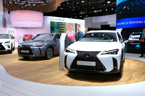 Crossover Lexus UX hoan toan moi xuat hien o Paris Motor Show hinh anh