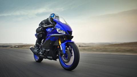 Yamaha YZF-R3 2019 so huu kieu dang moi, cai tien dong co hinh anh 1