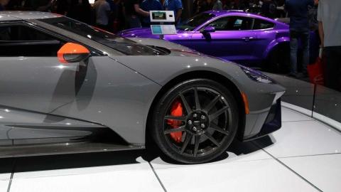 GT Carbon Series - sieu xe nhe nhat cua Ford ra mat hinh anh 6