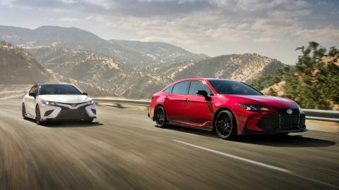 Toyota Camry TRD và Avalon TRD ra mắt với gầm thấp thể thao