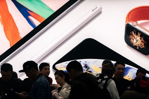 Ban e, Apple am tham giam gia iPhone hinh anh