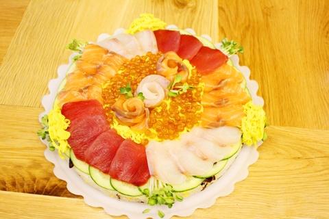 Banh sinh nhat dac biet voi sushi hinh anh