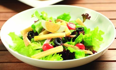 Salad ga nuong cho thuc don lowcarb hinh anh