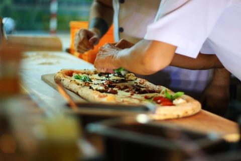 Banh pizza dai 1 m o TP.HCM hinh anh 8