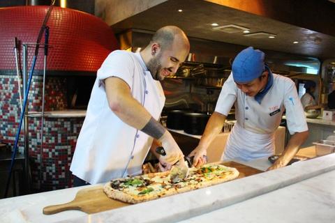 Banh pizza dai 1 m o TP.HCM hinh anh 11