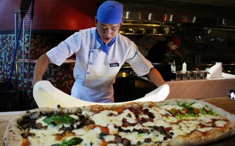 Banh pizza dai 1 m o TP.HCM hinh anh