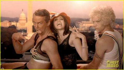 Miley Cyrus tung MV hai huoc nhai 'We Can't Stop' hinh anh