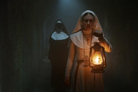 'The Nun' Taissa Farmiga - tre, dep, tiep buoc nguoi chi noi tieng hinh anh 9