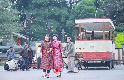 Khanh Linh, Ngoc Khue goi nho Tet Ha Noi xua hinh anh 2