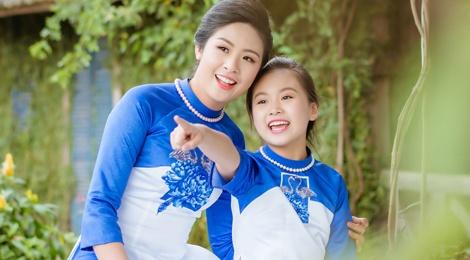 Ngoc Han va con gai nuoi mac ao dai doi hinh anh