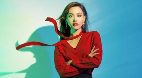 Hot girl cao 1,55 m duoc chon mo man show Cong Tri hinh anh