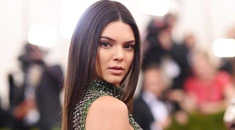 Trieu phu tang xe Rolls-Royce cho sieu mau Kendall Jenner hinh anh