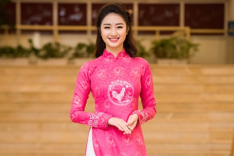 Hoa hau Ban sac Viet Thu Ngan trinh dien ao dai hinh anh